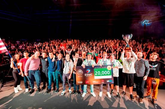 Foto di gruppo con gli OpTic alla ESWC 2016 Call of Duty World League