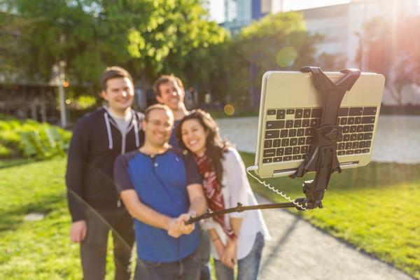 Google Pesce d'Aprile 2017 Chromebook Selfie Stick